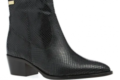 Alligator texture boots go with jeans